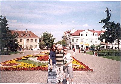 Zdjęcie Abramka z zoną i Mirosławą Stojak na Placu Wolności